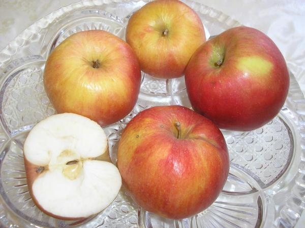 naše jabĺčka
