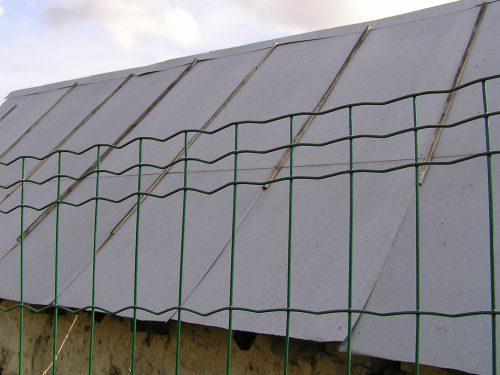Svařované pletivo a plot ve svahu