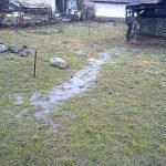 Voda tečie záhradou