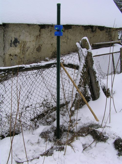 Osazování zemních vrutů v zimě