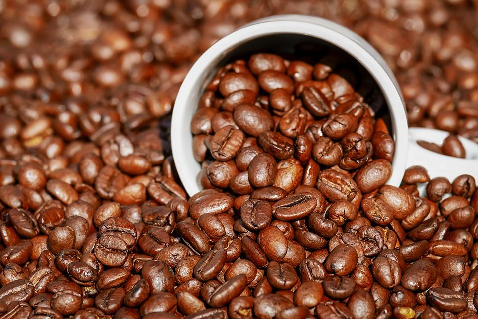 Je vhodné piť kávu skoro ráno?