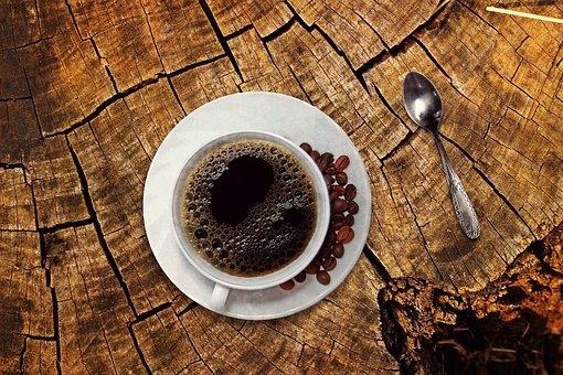 Zrnková alebo mletá káva, čo si mám vybrať?