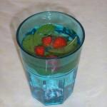 Jahodovo-mätový osviežujúci nápoj